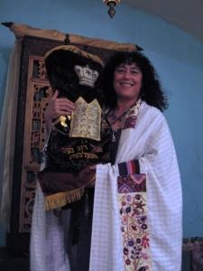 rabbi holdin torah